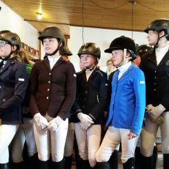 Bei der theoretischen Prüfung mussten die Reiter einmal ohne ihr Pferd ihr Können beweisen